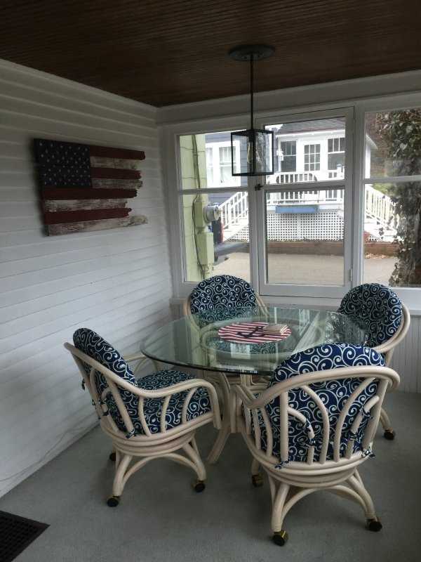 Enclosed front porch with air.
