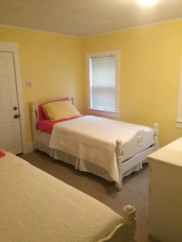 2 Twin beds in downstairs bedroom