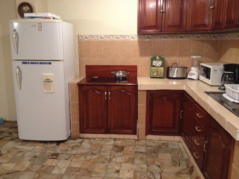 casa de huespedes sayuri guest house limpio y seguro, vacation rental in Cuenca