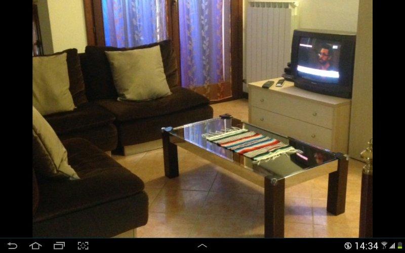 Área de relaxamento no andar de cima, televisão por satélite e DVD