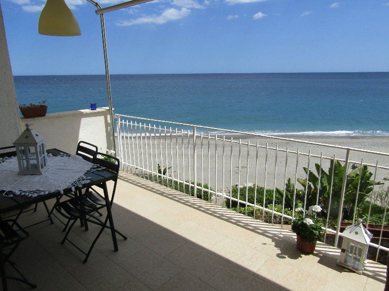 Appartamento sulla spiaggia Forza D'Agrò, alquiler vacacional en Forza d'Agro