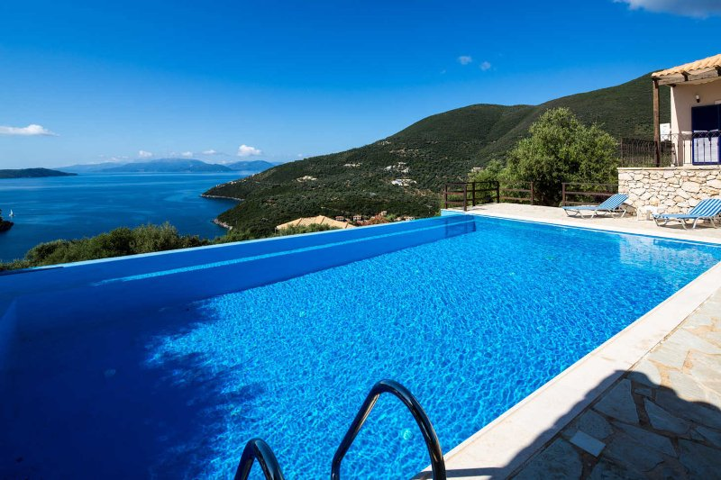 Villa Kalyvia - Endless Sea view on Sivota Hills like a Dream, location de vacances à Sivota