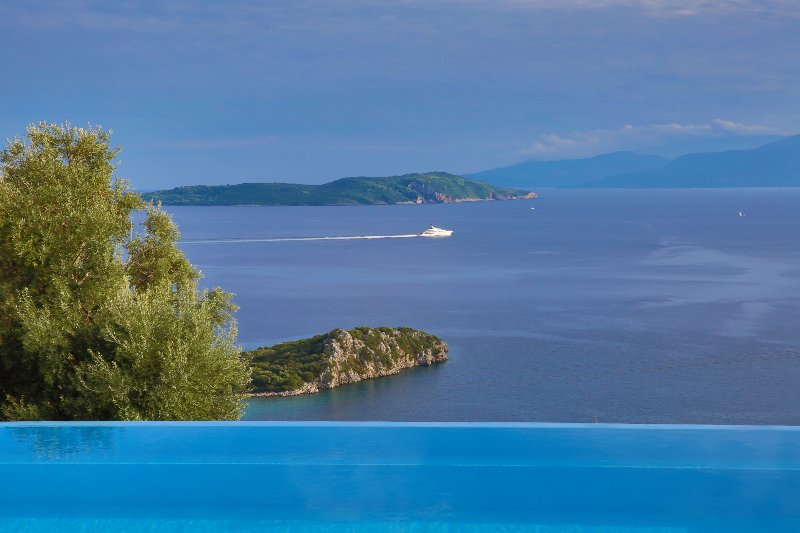 Villa Pegasus - Endless view on the Ionian sea, location de vacances à Sivota