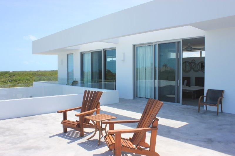 Amplia terraza que da Habitaciones
