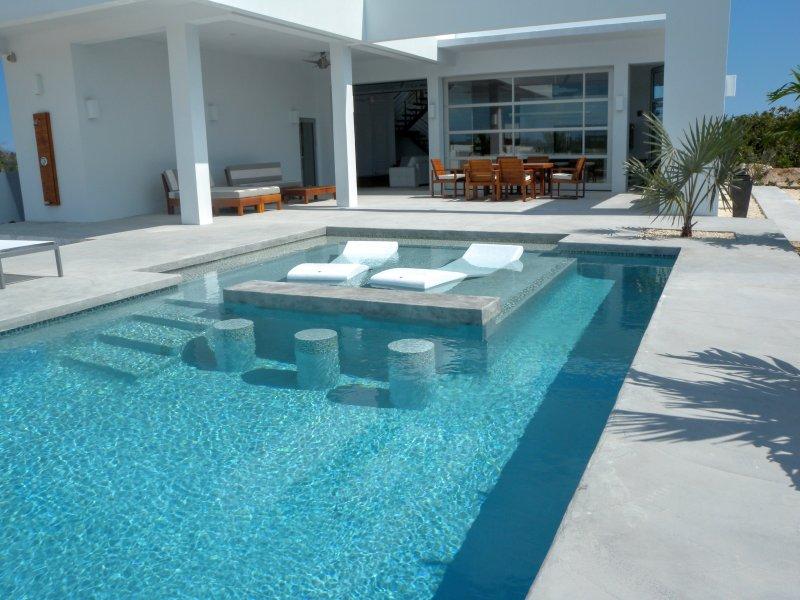 Gran parte, Corredor Lap superficial y bar en la piscina