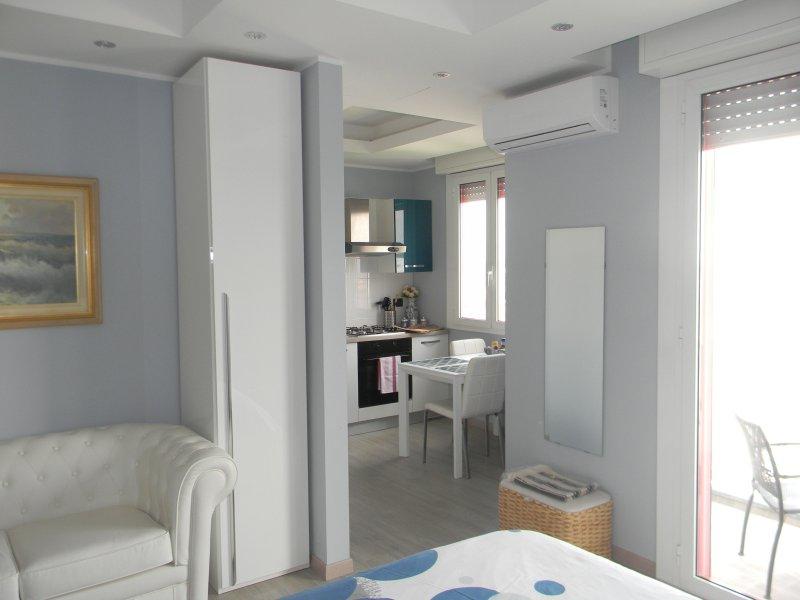 Vista dell'appartamento climatizzato con balcone