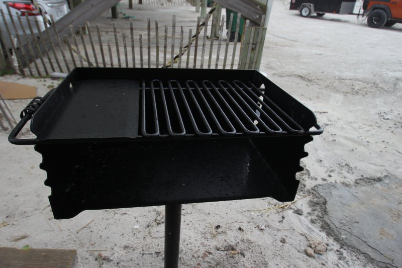State park style charcoal grill
