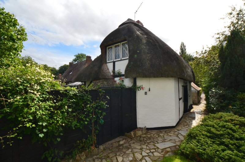 Cosy, Welcoming, Thatched Cottage, dating back to the 16th Century