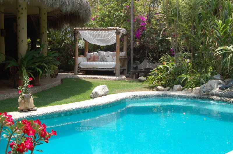 Swimming pool & day bed