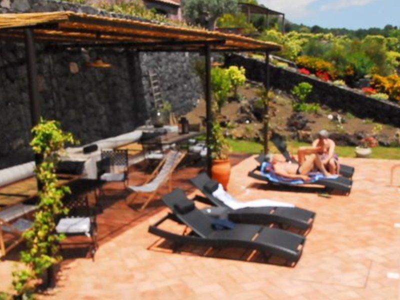 Villa e dépendaVilla panoramicissime con piscina, holiday rental in Trecastagni