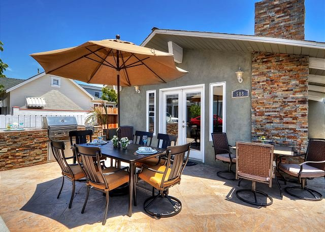 LARGE PATIO & BBQ in NEWPORT BEACH CENTRAL LOCATION BEST Single Family Home!, vacation rental in Newport Beach