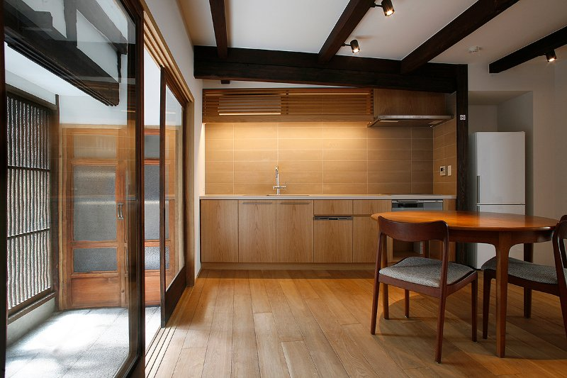 GION LOCATION, LICENSED RENTAL, FULLY RENOVATED TRADITIONAL JAPANESE HOUSE., holiday rental in Kyoto