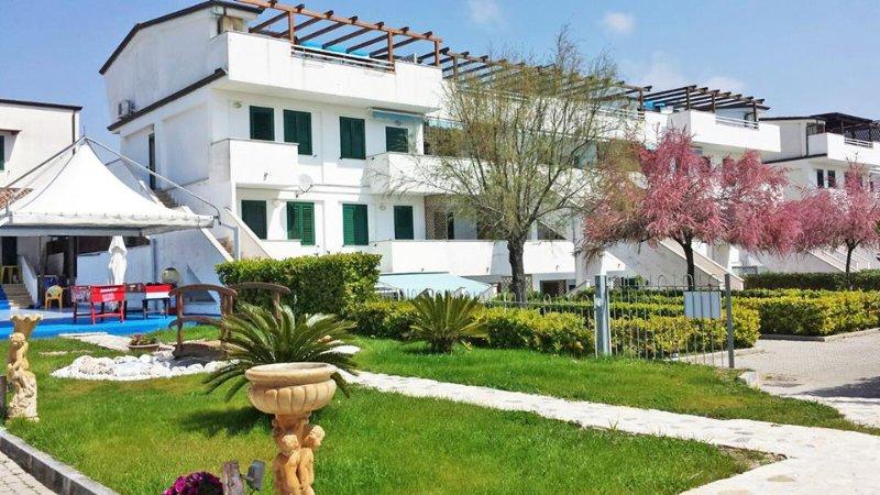 Residence direttamente sul mare, bilocale, N° 20A, vacation rental in Scario