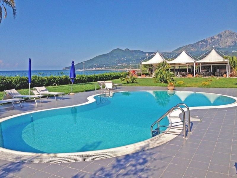 Residence direttamente sul mare, bilocale N° 18A, vacation rental in Scario