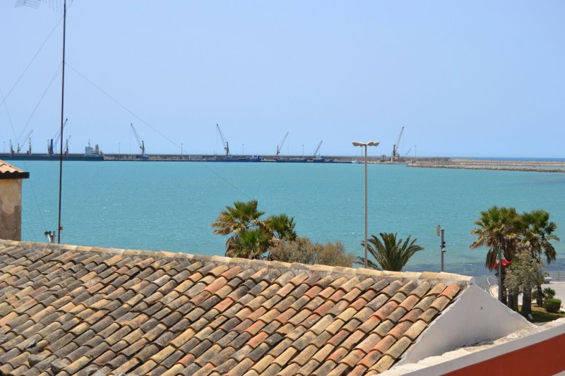 Ottima vista offerta sulporto turistico di pozzallo!! Appartamenti situati a 50m dalla spiaggia!!!