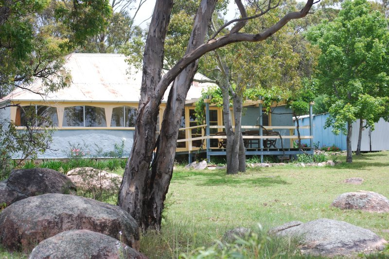Twisted Gum Vineyard Cottage, vacation rental in Tenterfield