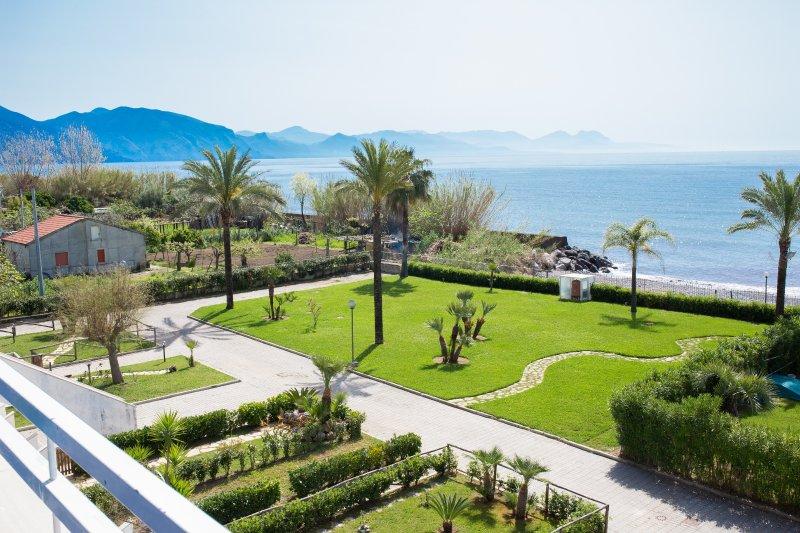 Residence direttamente sul mare, bilocale n° 21A, vacation rental in Scario