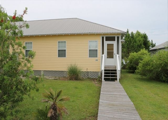 Check out this awesome, fun beach cottage!, vacation rental in Fort Morgan