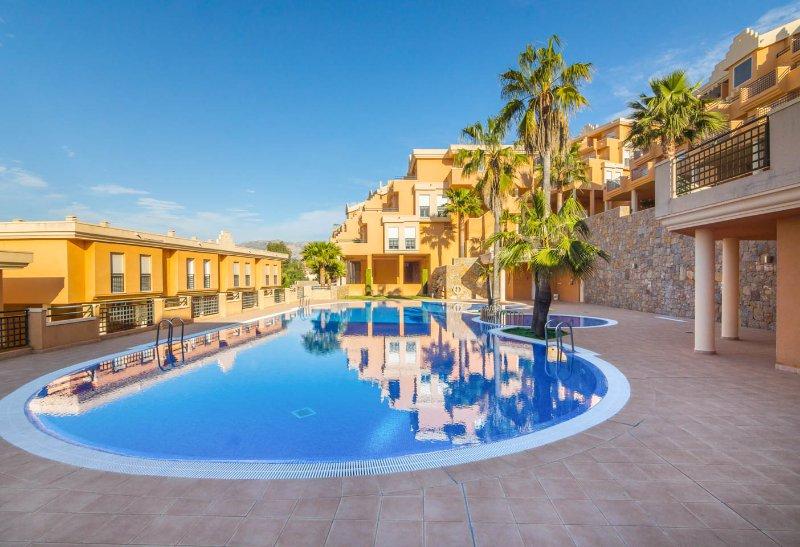 Moderno Apartamento en La Sella: Golf y Playa junto a Centro Budista Sakya, vacation rental in Muntanya la Sella