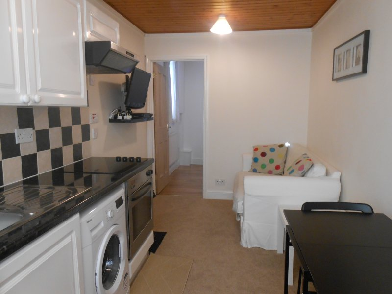 ONE BEDROOM APARTMENT IN NORTH WEST LONDON, vacation rental in Northwood