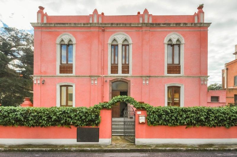 The Pink Palace - Whole Villa, location de vacances à Bosa