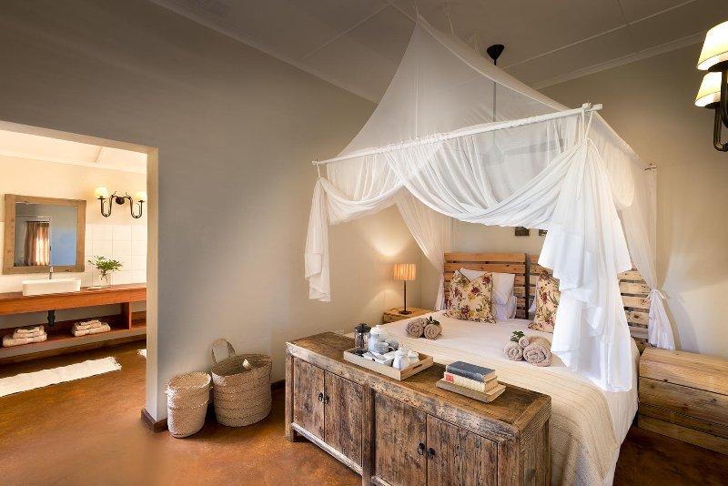 Main bedroom en-suite