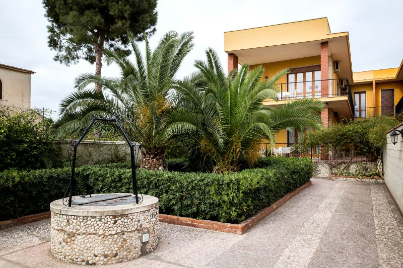 VILLA MILENA near the beach with parking & wi.fi, location de vacances à Syracuse
