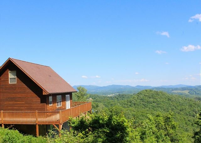 NOW BOOKING! ABOVE IT ALL- Panoramic Views, Woodburning F/P, WiFi & Foosball!, holiday rental in Piney Creek