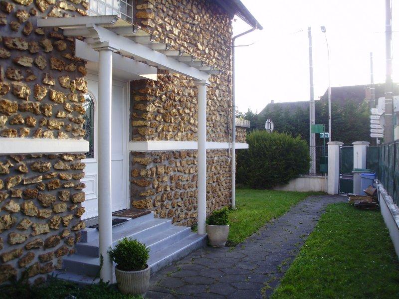 PRETTY FLAT IN HOUSE NEAR THE VILLEPINTE SALON AND PARIS