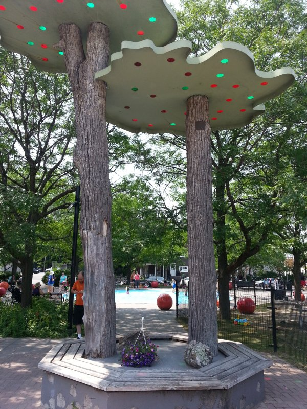 Parkdale Avenue Children Park is in 3 min walk, full of fun for kids. (Behind the Farmers' Market)