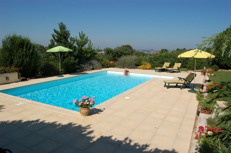 Gîte 'Le Ségalou' : 2 à  4 personnes, vacation rental in Naucelle