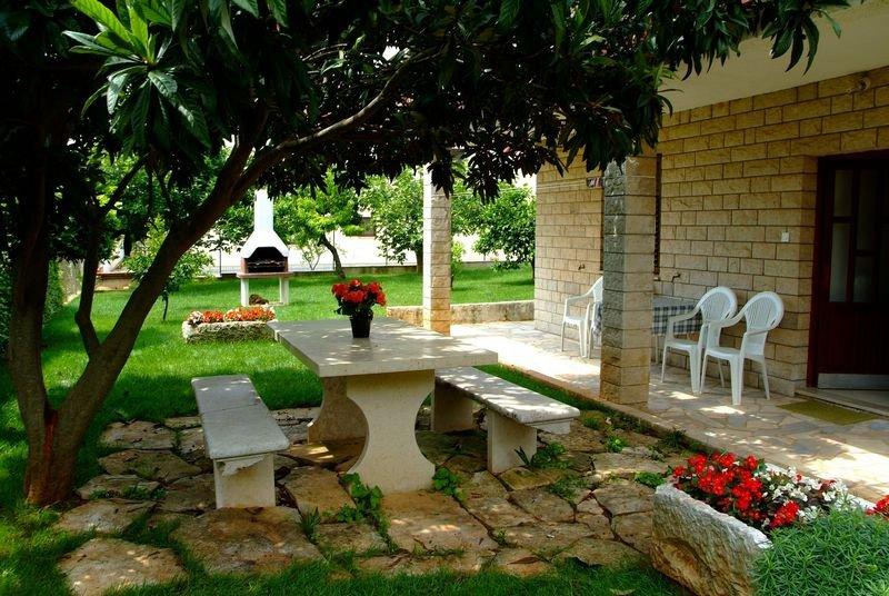 Apartmani -MARKO- Fewo. OLIVE Novigrad Istrien, aluguéis de temporada em Novigrad