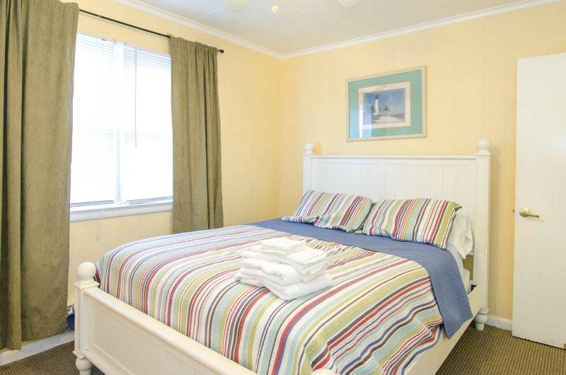 Bedroom 2, Queen