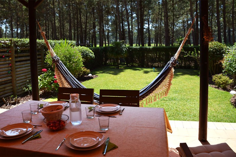 Apartment Aroeira Garden IV, holiday rental in Fernao Ferro