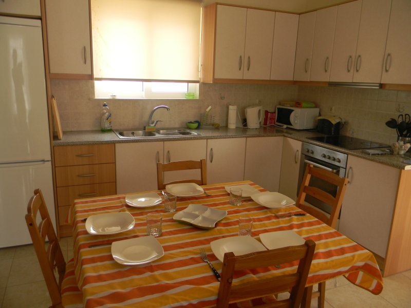 One bedroom 1st floor apartment, budget, casa vacanza a Krikello