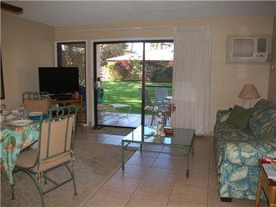 Beautiful view to lanai and garden, dining room and pull out queen sized bed