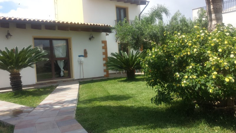 casa vacanza  ,a 300 mt dal mare, vacation rental in Mazara del Vallo