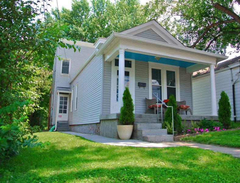 Charming shotgun in walkable district | Louisville, vacation rental in Louisville