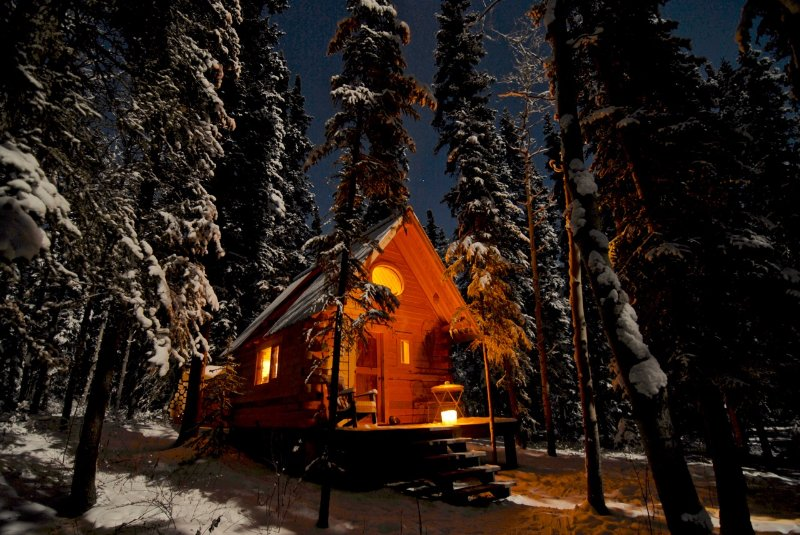 Birdhouse, off-grid Cabin at Marsh Lake, Yukon, Canada, vacation rental in Whitehorse