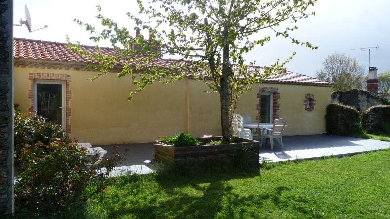 LA COURTOISE, holiday rental in La Limouziniere