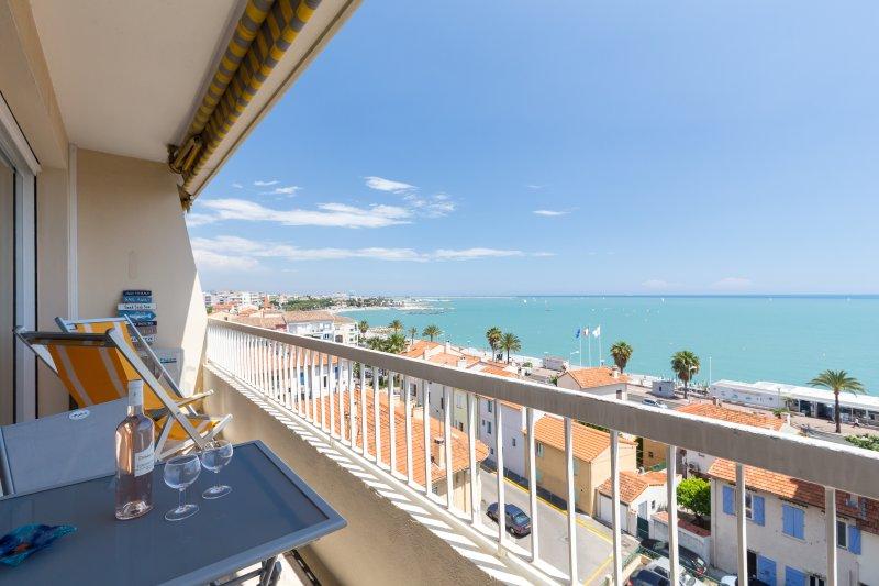 F2 FACE MER, TERRASSE, ASCENSEUR, PARKING GRATUIT, alquiler de vacaciones en Cagnes-sur-Mer