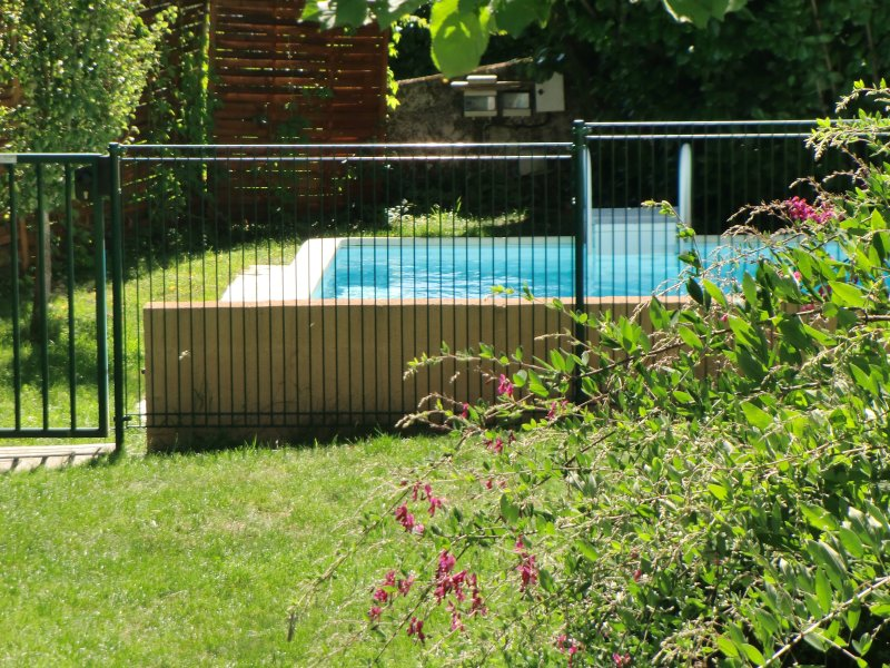 Maison de Pays avec Piscine chauffée, vacation rental in Lauresses
