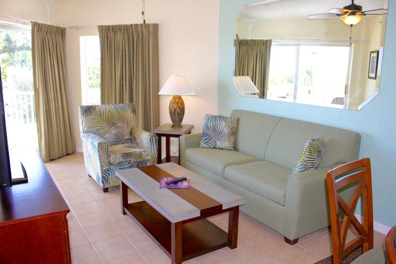 sala de estar con un sofá-cama para dormir