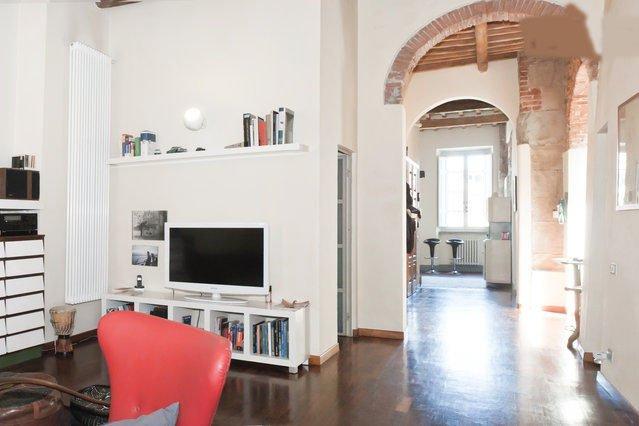 casa storica con affacci sul fiume Arno, holiday rental in Pisa