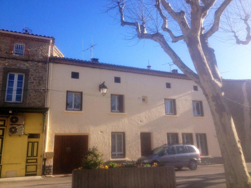 Beautiful Azille Village Town House, location de vacances à Azille