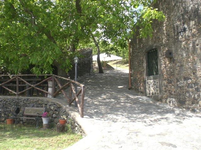 Landhaus am Fusse des Aetna, holiday rental in Sant'Alfio