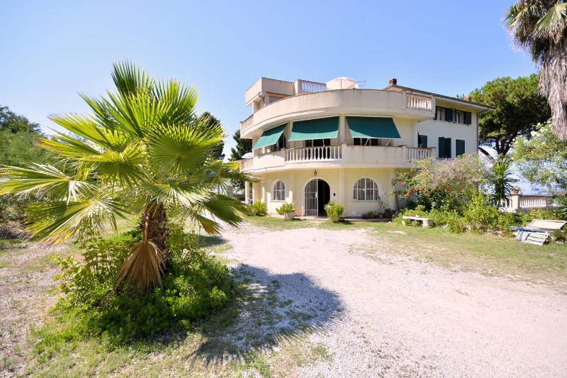 A 2 KM FROM TROPEA GREEN BAY RIACI APARTMENT IN VILLA ON THE FIRST FLOOR