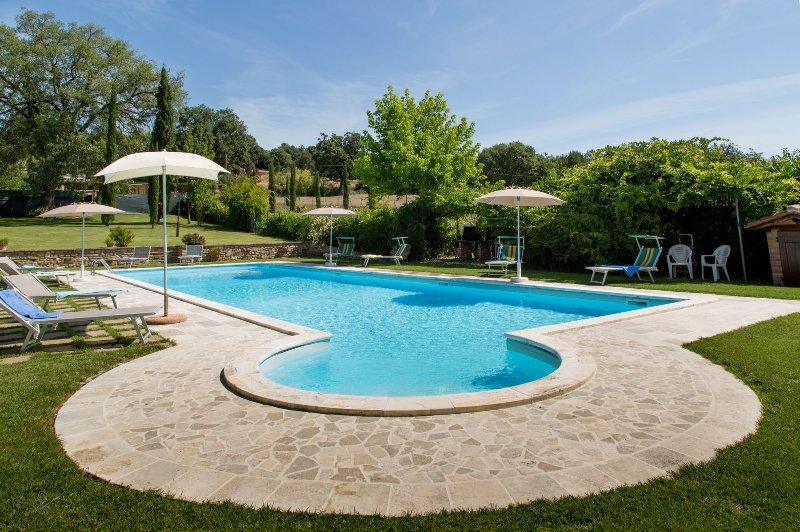 Villa indipendente  nella campagna Toscana,  con piscina, WI.FI, climatizzazione, Ferienwohnung in Pistrino