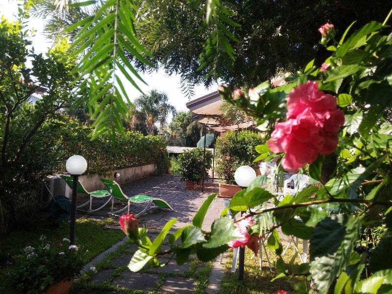 Taormina Etna Villa in residence Acquachiara, location de vacances à Mascali