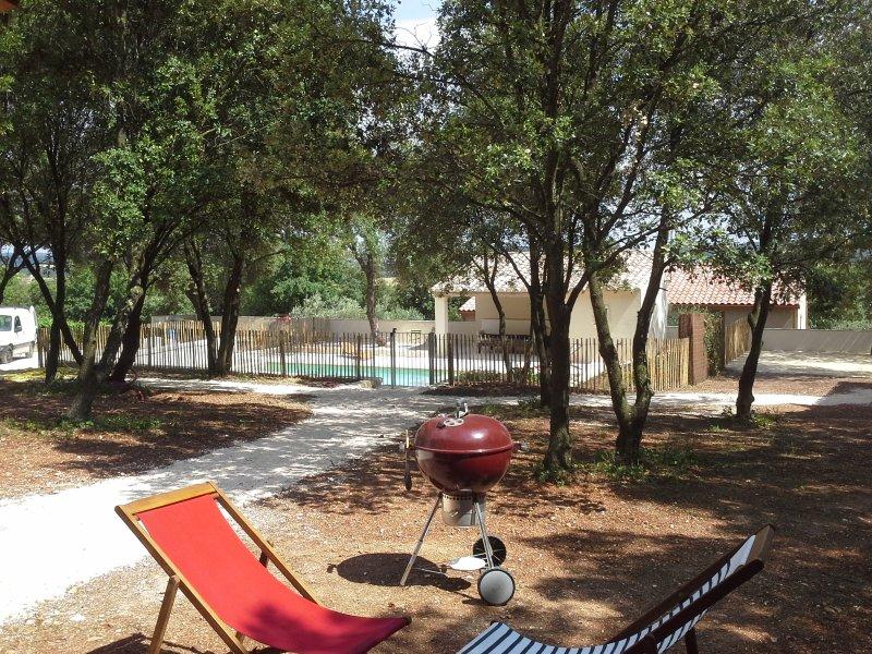 Les Cabanes de Carelle, L'Orée du bois '3 étoiles', aluguéis de temporada em Galargues
